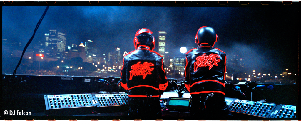 Daft-Punk-Unchained-2_credit-obligatoire-DJ-Falcon